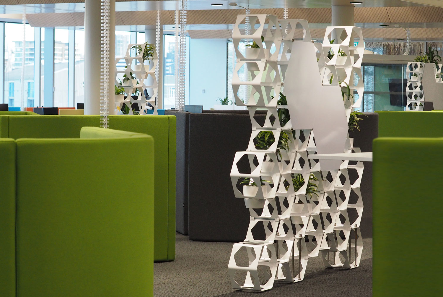 Honeycomb-office-plant-system